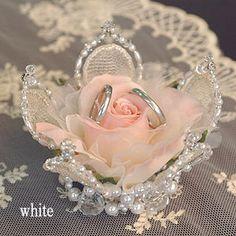 【完成品】ジュレローズのリングピロー ★送料無料 ラッピング付き Bling Wedding, Rose Wedding, Diy Wedding, Wedding Gifts, Ring Holder Wedding, Ring Pillow Wedding, Wedding Gift Wrapping, Card Box Wedding, Engagement Ring Platter