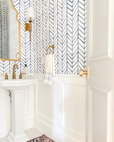 Small Bathroom Wallpaper, Powder Room Wallpaper, Bathroom Layout, Bathroom Interior, Bathroom Ideas, Bathroom Organization, Shiplap Bathroom, Concrete Bathroom, Bathroom Faucets