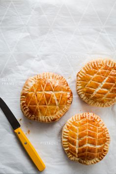 3 Galette des Rois Recipes (Almond Cream, Pistachio & Orange Blossom, and Lemon Cream & Raspberries) French Desserts, Sweet Pie, Thinking Day, Snacks, Sweet Recipes, Easy Recipes, Food Inspiration, Eat Cake, Biscotti