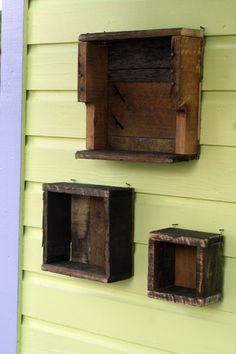 Wall hangers from pallets