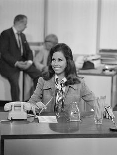 """Workwear: Mary Tyler Moore as a producer on """"The Mary Tyler Moore Show,"""" 1970"""