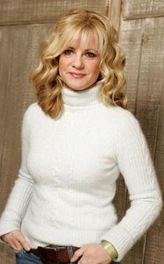 Bonnie Hunt - love her hair
