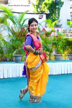 Wedding Couple Photos, Wedding Couple Poses Photography, Indian Wedding Photography, Marathi Saree, Marathi Bride, Kashta Saree, Saree Poses, Indian Bridal Photos, Indian Bridal Jewelry Sets