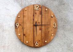 Wooden industrial wall clock. Horloge Murale En Bois Rustique.