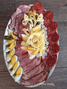 Creative gastro fb - Another! Appetizers For Party, Appetizer Recipes, Plateau Charcuterie, Wedding Buffet Food, Party Food Platters, Cuisine Diverse, Food Garnishes, Tasty, Yummy Food