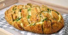 Un delicioso pan relleno de queso, ajo y perejil ¡Muy fácil de preparar! No te lo pierdas! Snack Recipes, Dessert Recipes, Cooking Recipes, Snacks, Ethiopian Injera, Pan Relleno, Barbacoa, Good Pizza, Food Design