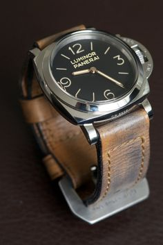 Panerai men's luxury watches are the perfect mix between Italian design and Swiss technology at the service of the passion for the sea. Panerai Watches, Breitling, Panerai Luminor, Men's Watches, Cool Watches, Watches For Men, Rugged Watches, Der Gentleman, Bracelet Cuir