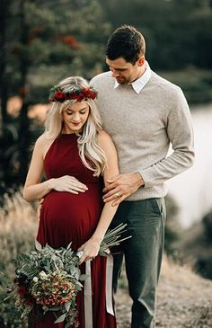 to Wear to a Maternity Photography Session Romantic Red Maternity Photos in Portland