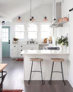 Elegant White Kitchen Design And Layout Ideas 8