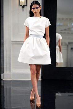 Victoria Beckham's new line Estilo Fashion, Fashion Mode, Womens Fashion, Victoria Beckham, Dress Skirt, Dress Up, Bcbg, Little White Dresses, Celebrity Outfits