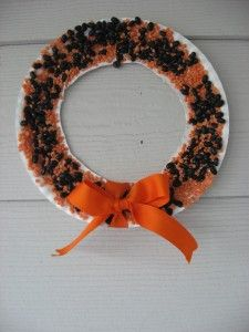 Dried Black Beans and Orange Lentils glued onto a paper plate, center removed, bow added. Simple kid friendly halloween craft wreath. SO CUTE!