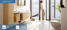 Daylight    Intelligente Schönheit. Mit Daylight wird Ihr Bad zum Teil Ihres Wohnambientes. Dafür sorgt das harmonische Zusammenspiel der einzelnen Elemente: anspruchsvolles, konsequentes Design, hochwertige Materialien und viel komfortabler Stauraum. Intelligenz und Schönheit gehen in der Daylight Kollektion eine Symbiose ein. Clevere Aufbewahrungslösungen bedeuten Platz für Ihre Pflegeprodukte. Die Möbel in Echtholzfurnier Eiche korrespondieren mit der geradlinigen Form des Waschtisches.