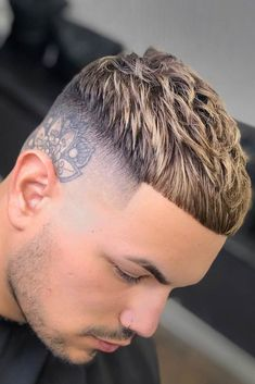 Types Of Bald Fade To Experiment With - Men's style Mens Haircuts Short Hair, Trending Hairstyles For Men, Cool Hairstyles, Men's Fade Haircut, Hairstyles Haircuts, Mens Crop Haircut, Mens High Fade Haircut, Beard Haircut, Hairstyle Ideas