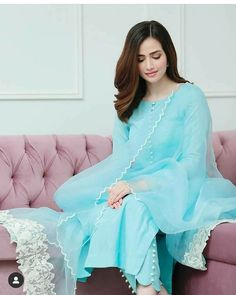 Pakistani Fashion Party Wear, Indian Fashion Dresses, Dress Indian Style, Indian Designer Outfits, Fashion Outfits, Indian Gowns, Fashion Wear, Fashion Pants, Fashion Tips