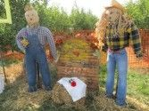 Make your own scarecrows for (almost) free. | http://livingonthecheap.com
