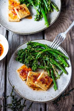 10 Clean Eating Recipes- Vegan GF -Garlic Chili Tofu with Broccolini- a flavorful meal that can be made in 20 minutes. | www.feastingathome.com