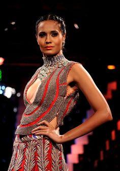 32 Fierce Looks From India's Fashion Week