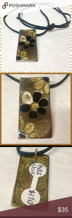 Boutique handmade daisy pendant necklace Boutique pendant necklace in bronze metal with daisy details.  Tags still on.  From a boutique in Georgetown. boutique  Jewelry Necklaces