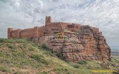 Castillo de Peracense (Provincia de Teruel). Uno de los mejores ejemplos de fortaleza medieval en Aragón. Erigido a una altitud de 1.352 m sobre un promontorio de piedra de rodeno. #peracense #arteviajero #castillos #castle #aragon #teruel