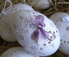 Egg Crafts, Easter Crafts, Crafts To Make And Sell, Diy And Crafts, Egg Shell Art, Carved Eggs, Egg Designs, Egg Art, Ornaments Design