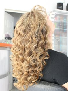 Full Hair, Big Hair, Curls, Make Up, Hairstyles, Long Hair Styles, Beauty, Waves, Hair