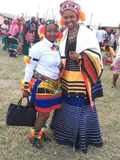 Layer the mbhaco parts / stack colors of mbhaco bottom of the wedding dress. African Inspired Fashion, African Dresses For Women, African Print Dresses, African Print Fashion, African Fashion Dresses, African Prints, Xhosa Attire, African Attire, African Wear