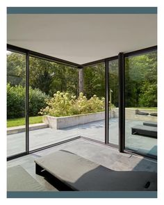 Moveable corner How do you open up your house and create a seamless flow to your garden? The Solarlux UK sliding door with moveable corners lets your house and garden become one. Futuristic Architecture, Sustainable Architecture, Architecture Design, Architecture Office, Aluminium Sliding Doors, Sliding Glass Door, External Sliding Doors, Glass Doors, Pergola Designs