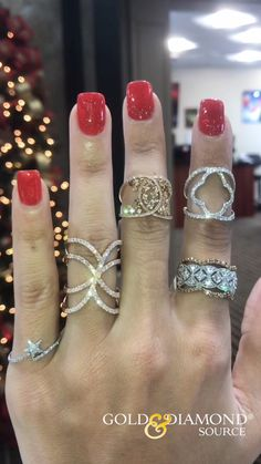 Last Minute Gifts - We have the Perfect Gift you are looking for. 🎁 Don't wait until the last mi. Cute Jewelry, Jewelry Rings, Jewelry Accessories, Jewelry Design, Jewelry Box, Custom Wedding Rings, Wedding Jewelry, Diamond Jewelry, Diamond Rings