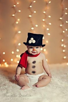 This friendly snowman: | 29 Babies Who Totally Nailed Their First Christmas Photo Shoot