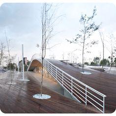 Edificio y espacio público, imagen 1
