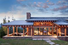 Moonlight Basin transitional styled home in Big Sky, Montana has Truffle colored Ultra Series windows and TerraSpan lift and slide doors. Modern Lake House, Modern Mountain Home, Log Cabin House Plans, New House Plans, Moonlight Basin, Rest House, Unique House Design, Home Building Design, Cottage Plan