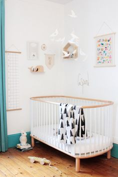 French Boy's Room Turquoise // Hëllø Blogzine blog deco & lifestyle www.hello-hello.fr #flexa #kids #kidsroom #finelittleday