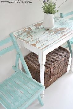 Beachy side table and garden chairs. Simple table given a coastal cottage look b. - Garden Style - Beachy side table and garden chairs. Simple table given a c Beach Cottage Style, Beach Cottage Decor, Coastal Style, Coastal Decor, Coastal Cottage, Cottage Art, Coastal Living, Coastal Rugs, Beach Cottage Bedrooms
