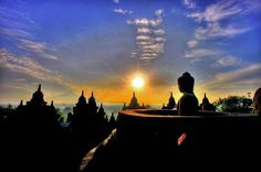 Menunggu Fajar di Candi Borobudur