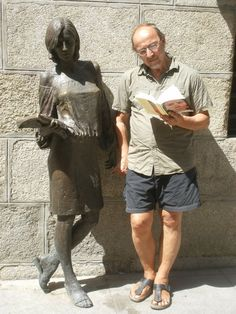 Frank Divendal A student in Madrid with her books and me.
