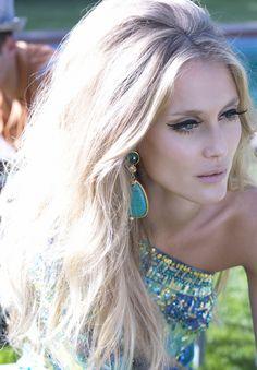 Beauty 60'style makeup and hair pilarlucas