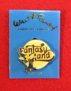 VINTAGE DISNEYLAND FANTASYLAND SORCERER MICKEY ENAMEL PIN ON ORIGINAL CARD!