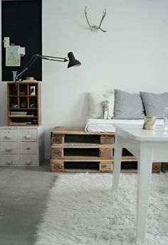 love everything.  the pallet daybed, the cabinet table, that rub, the white + wood.  oh my.