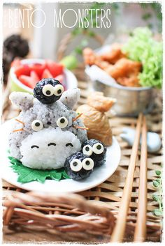 Bento Monsters the greatest website in the history of everything. - Bento Monsters the greatest website in the history of everything. Kawaii Bento, Onigiri Kawaii, Food Kawaii, Kawaii Cooking, Lunch Box Bento, Cute Bento Boxes, Lunch Boxes, Totoro, Japanese Food Art