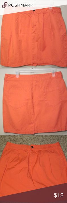 "Gap Orange Pleated Mini Size 12 Orange front pleated mini skirt from the Gap in orange. This skirt is perfect for the fall!  Waist approx. 33"" Skirt length approx. 17"" Side slit pockets Back pockets 100% cotton GAP Skirts Mini"