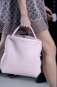 Les 20 sacs de l'été prochain » L'Officiel de la Couture et de la Mode