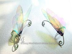 Regenbogen Fee / Flügel Ohr Manschetten irisierenden von MadMarchMoon