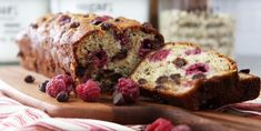 This easy and delicious Raspberry Chocolate Chip Banana Bread Recipe is perfect for breakfast or a sweet treat! An easy Quick Bread Recipe! Quick Bread Recipes, Banana Bread Recipes, Dessert Weight Watchers, Chocolate Chip Banana Bread, Vegetarian Chocolate, Sweet Bread, Dessert Recipes, Favorite Recipes, Biscuits