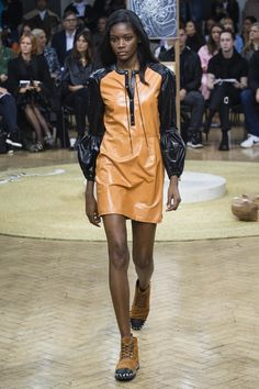 237323d3 24 Best Versace images   Gianni versace, Couture, Woman fashion