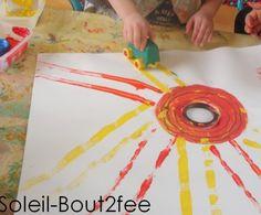 soleil en peinture avec une voiture - petite section Sock Crafts, Diy Crafts, Transportation Theme, Baby Art, Day For Night, Art Plastique, Stars And Moon, Art For Kids, Origami