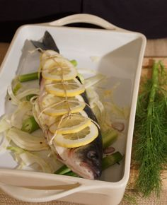Whole Roasted Branzino with Lemon & Fennel What a fantastic dinner! Only wish I could get my hands on butterflied Branzino more often. Easy Healthy Recipes, Healthy Meals, Low Calorie Snacks, Baked Fish, Easter Dinner, Fish Dishes, Fennel, Fish Recipes, Fresh Rolls