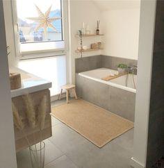 Graue Fliesen im Badezimmer - Wohnaccessoires - Wohnaccessoires Gray tiles in the bathroom - home ac Diy Bathroom, Bathroom Shelves, Bathroom Furniture, Master Bathroom, Bathroom Tubs, Bathroom Storage, Bathroom Colors, Bathroom Gray, Tile Bathrooms