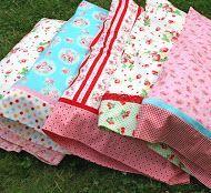Sewing Pillows a magic pillowcase tutorial!-lovely little handmades: a magic pillowcase tutorial - all enclosed seams Sewing Hacks, Sewing Tutorials, Sewing Crafts, Sewing Patterns, Sewing Tips, Sewing Ideas, Tutorial Sewing, Fabric Crafts, Diy Crafts