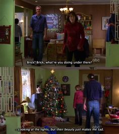 "Frankie Heck (Patricia Heaton) e Brick Heck (Atticus Shaffer) nell'episodio 1x10 (Christmas) di ""The Middle""."