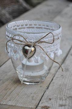 Crochet edge around glass candle holder Crochet Home, Crochet Gifts, Bottles And Jars, Glass Jars, Glass Candle, Crochet Jar Covers, Decorated Jars, Candle Lanterns, Mason Jar Crafts